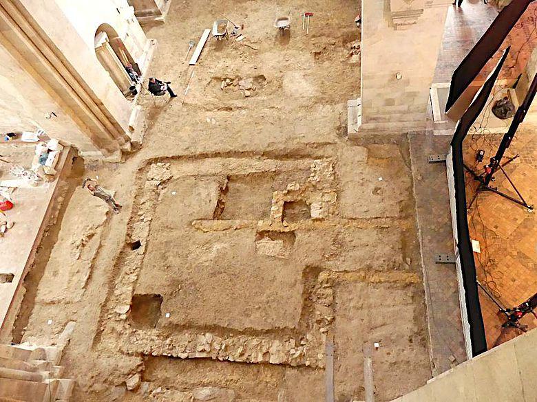 Blick auf die Untersuchungsfläche in der Basilika Kloster Eberbach