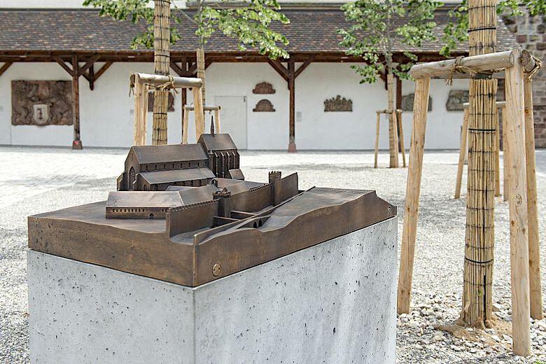 Das Bronzemodell zeigt den Zustand des Barfüsserklosters um 1350