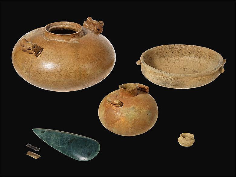 Objekte aus aus dem Steinkistengrab