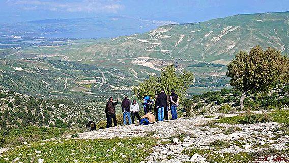 Workshop-Teilnehmer im Gebiet des Umm Qays Umland‐Survey im Yarmouk Nature Reserve