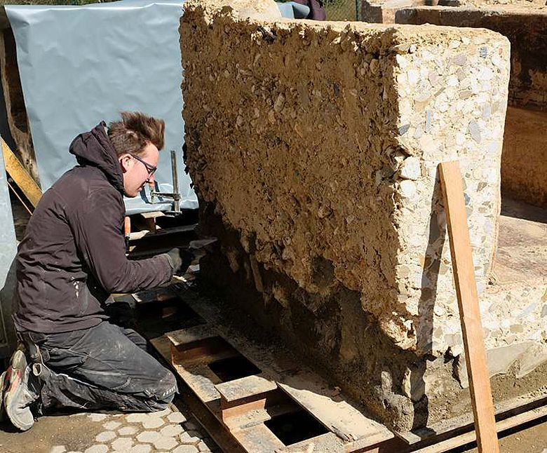 Azubis lernen bei der Arbeit römische Ingenieurskunst kennen