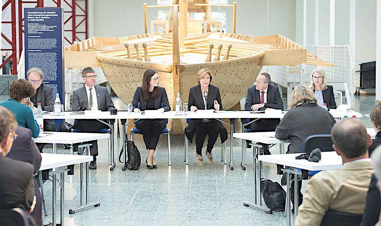 Pressekonferenz zur Unterzeichnung der Kooperationsvereinbarung im Mainzer Schifffahrtsmuseum