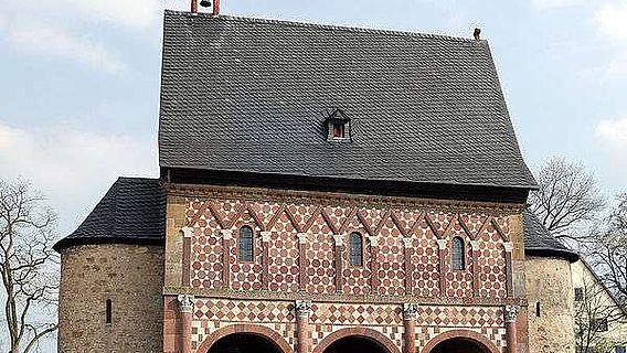 Die sog. Königshalle des Kloster Lorsch (Foto: Armin Kübelbeck, publiziert unter der Creative Commons Attribution-Share Alike 3.0 Unported license)