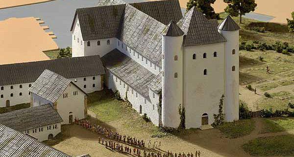 Die Bauten Meinwerks rund um den Dom im Modell im Museum in der Kaiserpfalz. Das Domkloster war ein länglicher Bau und schloss nördlich (hier links) an den Dom an, nun werden seine Überreste genauer erforscht. (Abb.: A. Hoffmann)