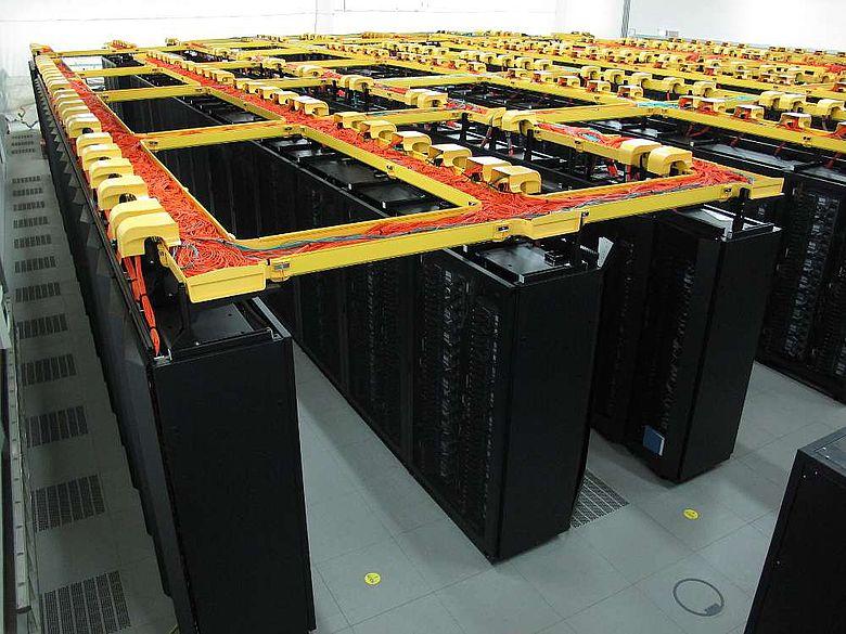 Das Leibniz-Rechenzentrum ist auch Heimat des SuperMUC, des derzeit schnellsten Supercomputers in Europa (Foto: MMM/LRZ)
