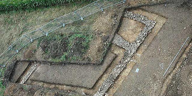 Mauern des römischen Gutshofes bei Walting