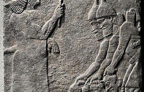 Ablieferung abgeschlagener Köpfe vor Eunuchen aus dem Zentral-Palast Tiglapilesers III.