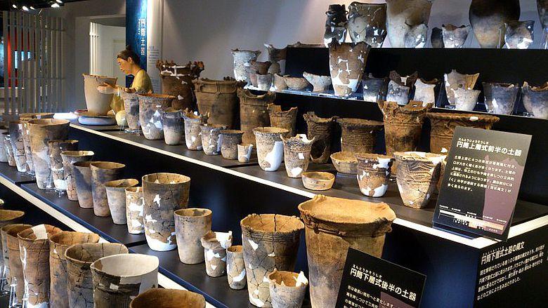 Abb. 2| Keramiken aus der Sannaimaruyama-Fundstelle, Foto: M. Furusaki