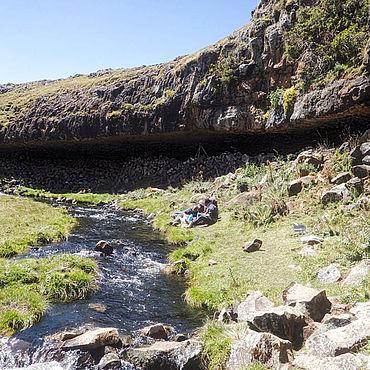 Felsunterstand bei Fincha Habera in den Bale Mountains