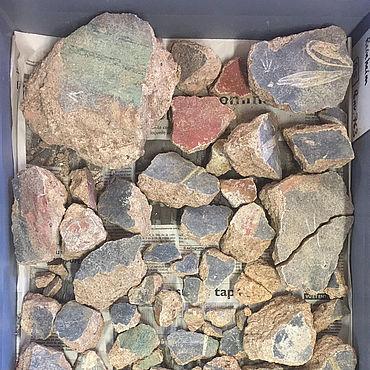 Römischer Wandputz mit Malereien