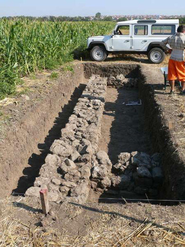 Freigelegte Fundamente antiker Gebäude in Ulpiana (Foto: DAI)