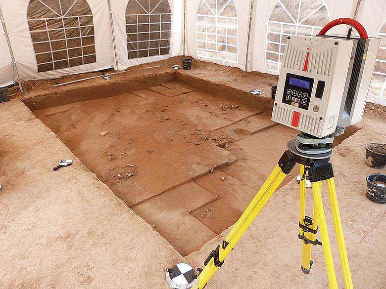 Dokumentation der Breitenbacher Elfenbeinwerkplätze mittels eines 3D-Lasercanners (Foto: Tim Matthies)