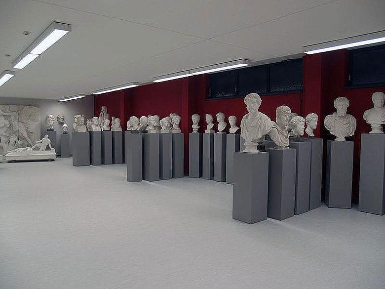 Die antike Porträtgalerie mit den Bildnissen der bekanntesten römischen Kaiser (Foto: Angelika Schurzig, Institut für Klassische Archäologie, Mainz)