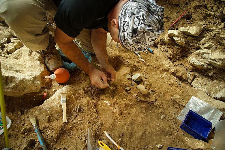 Ausgrabung in der Chagyrskaya-Höhle