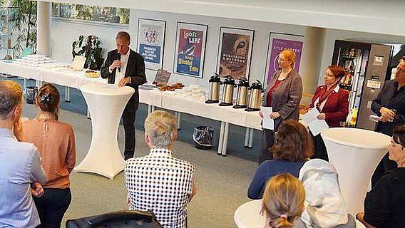 Prof. Dr. Martin Kümmel, einer der Sprecher der neuen Graduiertenschule, bei der Eröffnungsrede