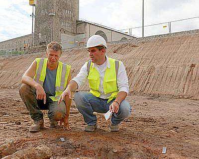 Grabungsleiter Dr. Martin Thoma und Dr. Andreas Thiel, Gebietskonservator und Fachwissenschaftler für Provinzialrömische Archäologie