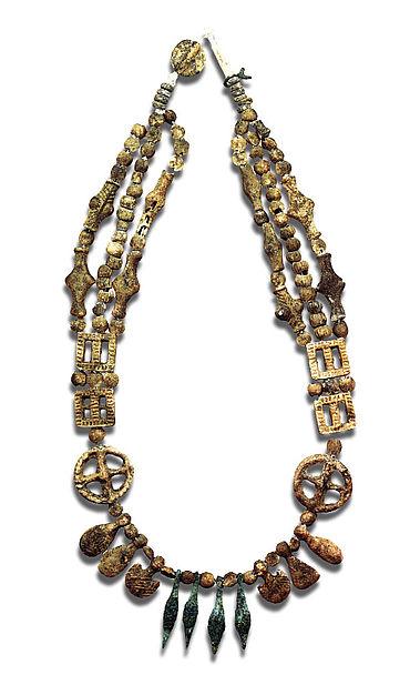 Halskette mit Antimonperlen