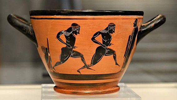 Der antike Skyphos, den Spyridon Louis nach dem Marathonsieg bei den Olympischen Spielen von 1896 bekam