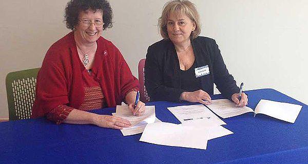 Vertragsunterzeichnung in Dublin