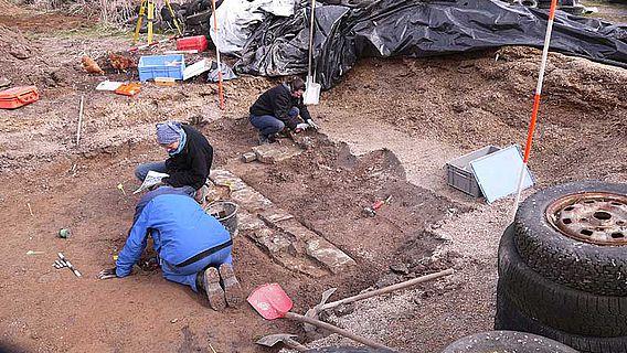 Hier residierte vielleicht einst Kaiser Otto III.: Seinen Königshof identifizierten die LWL-Archäologen vor allem durch hochwertige Keramikfunde in Elspe. (Foto: LWL-Archäologie für Westfalen)