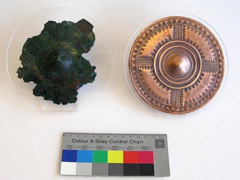 Bronzezeitliche Kupferscheibe, Originalfund und Rekonstruktion