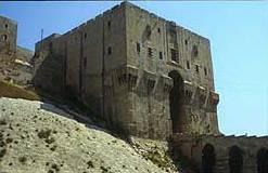 Der ayyubidische Torbau der Zitadelle von Aleppo (Foto: Lorenz Korn)