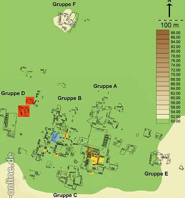 Schematisierter Plan des archäologischen Fundortes Xkipché. Grabungsflächen 1990-1997 (gelb), 2002 (blau) und 2003 (rot). (Grafik: Universität Bonn)