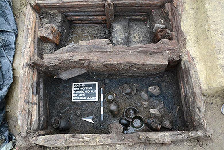 Kupfergefäße des Brunnens