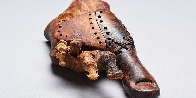 Zehenprothese einer Frauenbestattung aus dem thebanischen Grab TT95