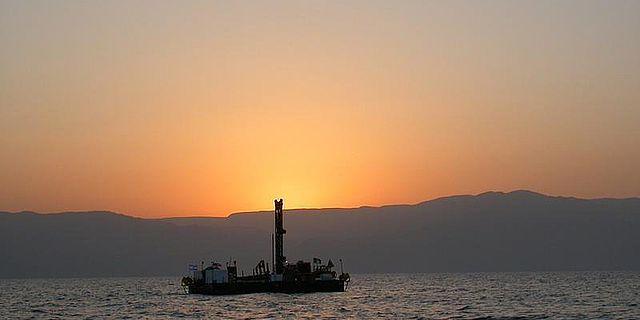 Bohrplattform auf dem Toten Meer