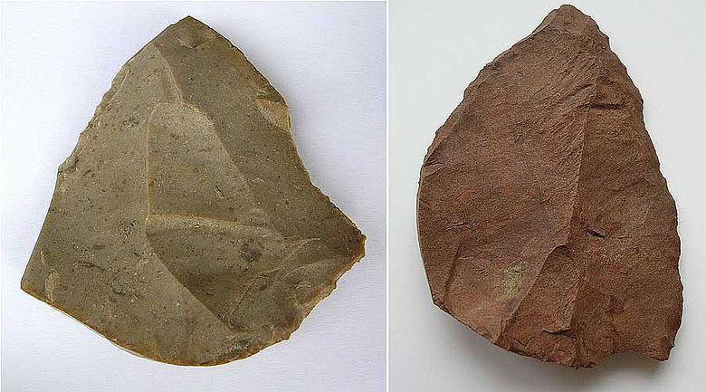 Abb. 2| Levallois-Spitzen von der »Berglitzl« bei Gusen, Gemeinde Langenstein, OÖ. (Links) Hornstein, Länge: 6,05 cm; (Rechts) Radiolarit, Länge: 6,85 cm (Bild: Binsteiner)