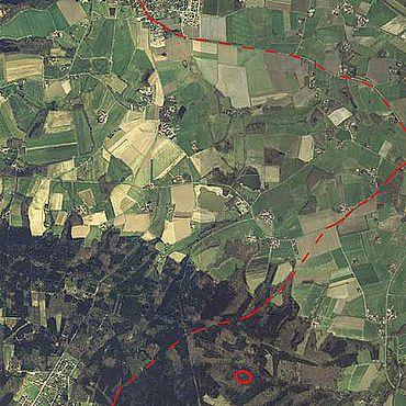 Luftbild mit Lage der Schnippenburg und der überregionalen Fernhandelsrouten (Foto: S. Möllers)
