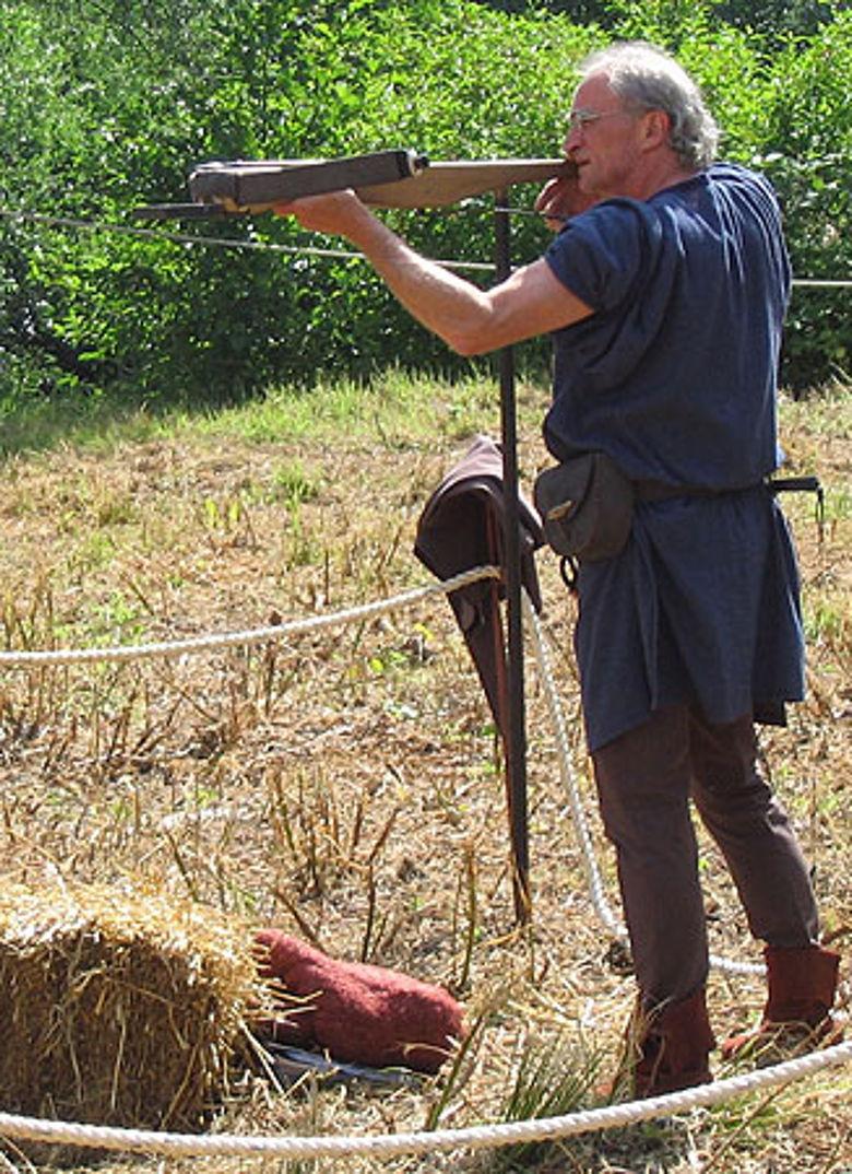 Die Armbrust gehörte zu den bevorzugten Waffen für den mittelalterlichen Fernkampf und wurde meistens von Verteidigern verwendet. (Foto: Experimentum)