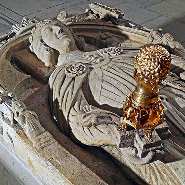 Grabplatte mit Barbarossa-Kopf