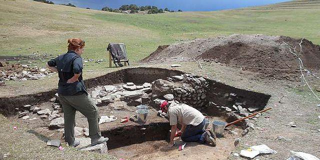 Die Ausgrabungen an der archäologischen Stätte Tashbulak