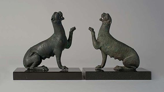 Original des Pantherweibchens links, Replik rechts