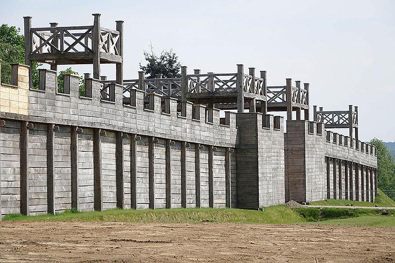 Nachbau Holz-Erde-Mauer