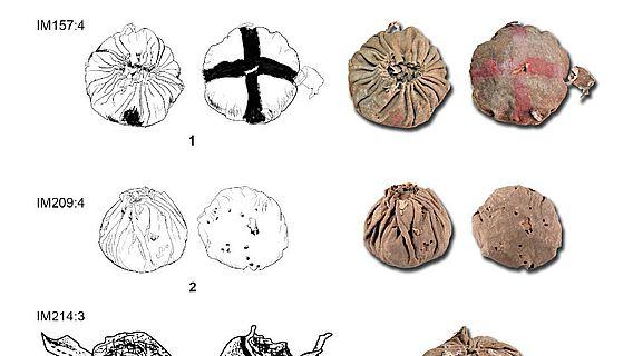 Die drei Lederbälle mit Durchmessern zwischen 7,4 und 9,2 cm sind zwischen 3200 und 2900 Jahre alt.