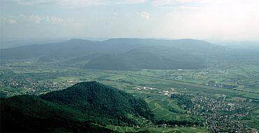 Die Höhensiedlungen Geißkopf (Hintergrund) und Kügeleskopf (Vordergrund)