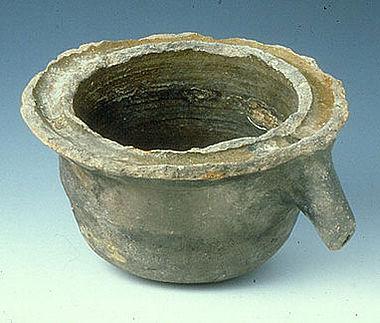 Mittelalterliches Destilliergefäß aus Basel