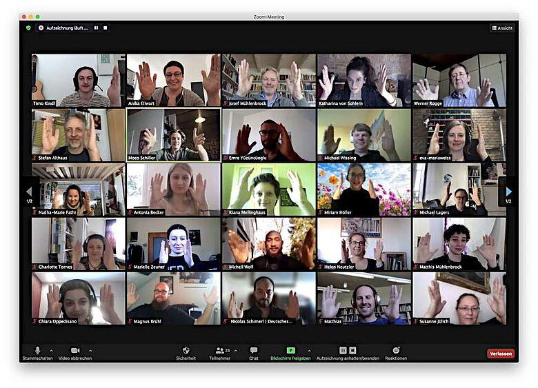 Im Rahmen digitaler Workshops haben die Projektmitarbeiter:innen gemeinsam mit den Beiratsmitgliedern bereits erste Ideen für ein Computerspiel entwickelt