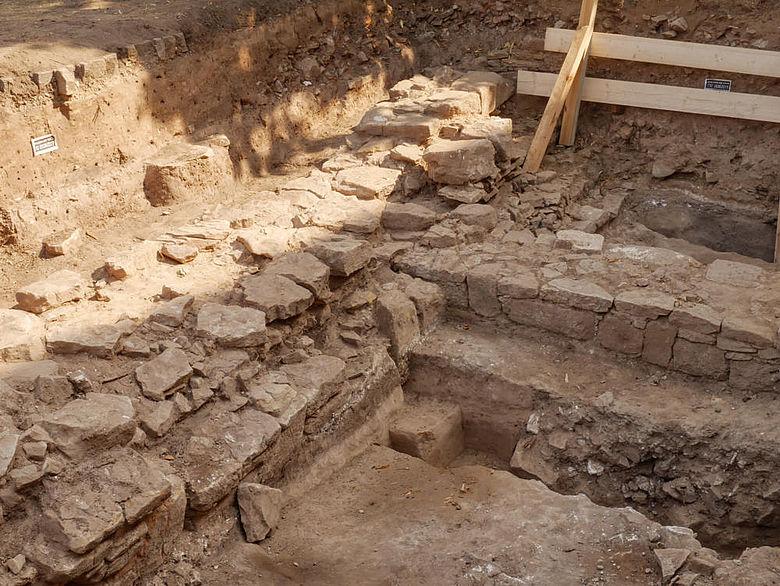 Mauerfundamente des ausgehenden Frühmittelalters in Memleben
