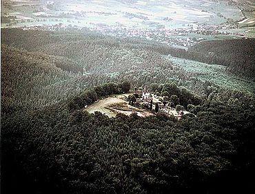 Plateau des Christenbergs bei Marburg (Hessen). (nach RAETZEL-FABIAN 2001, 129 Abb. 170)