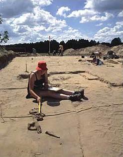 """Ausgrabungen an spätslawischen Gräbern in der Flur """"Am Hain"""" in Usedom. (Foto: F. Biermann)"""