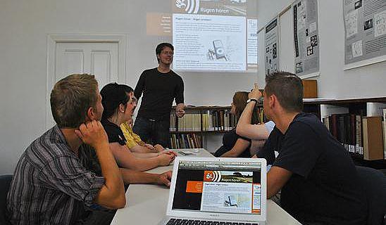 Diskussion der Hörgeschichten im Seminar mit Stefan Klatt (Foto: Jan Meßerschmidt, Uni Greifswald)