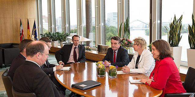 Übergabe der DGUF-Petition an den Düsseldorfer Landtag