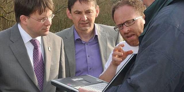 Martin Posselt erläutert die ersten Untersuchungsergebnisse. Foto: privat
