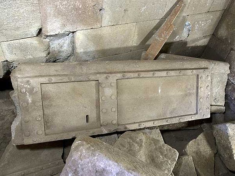 Flügel der Grabtüre (Photo A. Weiser; Archiv der Pergamongrabung des DAI)