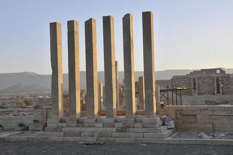 Pfeiler des Tempeleingangs (Foto: DAI)