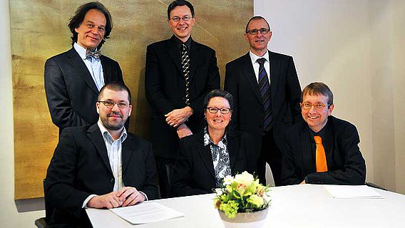 Gruppenbild aller Beteiligten der archäologischen Kooperation der Kantone Obwald, Nidwalden und Luzern
